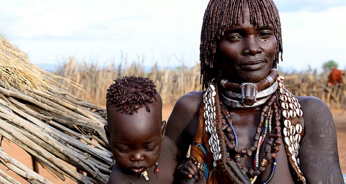 Afrikan woman and child